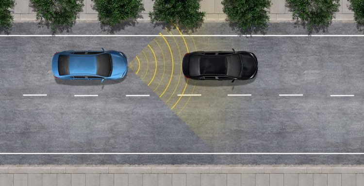 کنترل کروز رادار دینامیک طراحی شده برای بزرگراه ها و شبیه به کنترل سرعت کروز ثابت، دینامیک رادار کروز کنترل (DRCC) به شما اجازه می دهد تا با یک سرعت از پیش تعیین شده رانندگی کنید. DRCC از کنترل از راه دور خودرو به وسیله نقلیه استفاده می کند که سرعت شما را تنظیم می کند تا فاصله ای از پیش تعیین شده از وسایل نقلیه جلوتر از شما داشته باشد که در سرعت های پایین تر رانندگی می کنند. DRCC با استفاده از یک رادار مجهز به جلو و یک وسیله نقلیه در خودرو برای تشخیص وسایل نقلیه و فاصله آنها است. اگر یک راننده در حال حرکت کمتر از شما یا در محدوده پیش تعیین شده شما باشد، DRCC به طور خودکار سرعت خود را بدون نیاز به کنترل کروز کنترل می کند.
