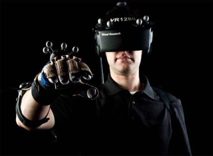 واقعیت مجازی, دستکش واقعیت مجازی, لمس اشیاء مجازی, عینک واقعیت مجازی