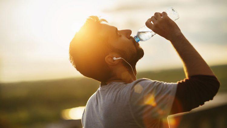 برای کاهش وزن آب زیادی باید خورد