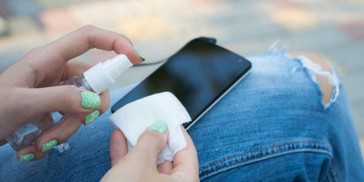 تلفن همراهتان را تمیز نمایید!