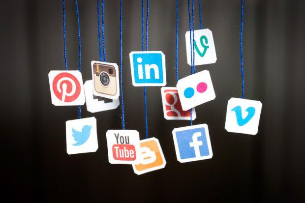 شبکه های اجتماعی ؛ نگاهی طنز آمیز به رفتار های ممنوعه در شبکه های اجتماعی.