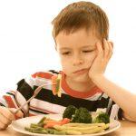 بدغذایی در کودکان ؛ با چه روش هایی می توان کودک را به خوردن غذا ترغیب کرد؟
